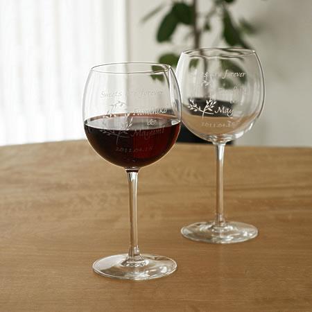 【名入れ無料】銀婚式・真珠婚式・珊瑚婚式など結婚記念日のお祝いにペアワイングラスをプレゼントしてみませんか。【ワイングラス リーフ柄 バルーン型】【楽ギフ_名入れ】