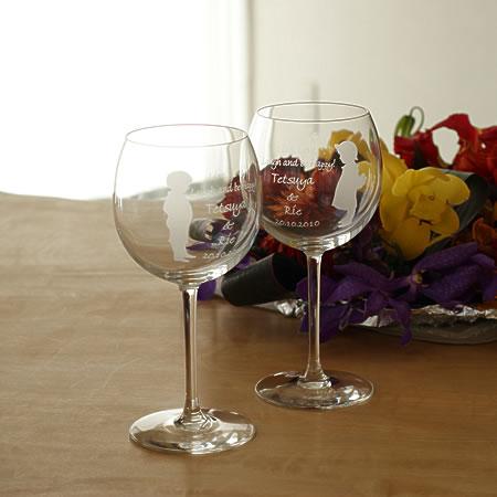 【名入れ無料】ご結婚祝にペアワイングラスの贈物をお友達やご姉妹のウエディングにプレゼントしてみませんか。【ワイングラス リトルラバー柄 バルーン型】【楽ギフ_名入れ】