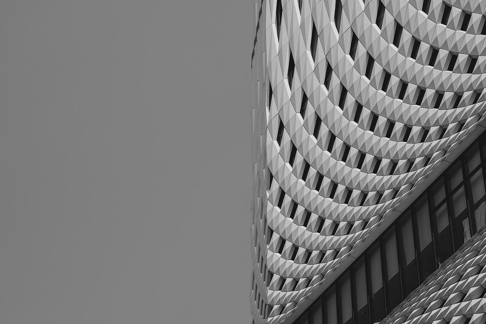 【日本製】アートパネル/ボード artmart アートマート 写真 アルミフレーム おしゃれ 綺麗 コーディネート 壁紙 額縁 ウォールステッカー フォト 小物 部屋 オフィス ホテル 旅館 病院 ホールのイメージアップ モノトーン 花 海 モノクロ 北欧 風景_建物_I85_2088