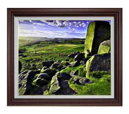 草原の石塊 F12サイズ 【油絵 直筆仕上げ】【額縁付】 油彩 風景画 オリジナルインテリア絵画 風水画 ブラウン額縁 757×656mm 送料無料