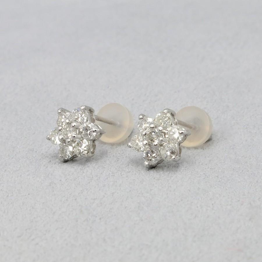 4月の誕生石であるダイヤモンドは 清純無垢や純潔 期間限定 無垢といった意味があります K18WG 贈り物 ダイヤモンド 1ct 花型 ピアスイヤリング 無料ラッピング 4月 高品質送料無料 品質保証書付き DIAMOND 誕生石 EARRING