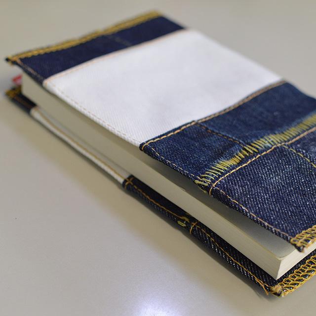 デニムの端切れで作ったブックカバー いよいよ人気ブランド ついに入荷 ブックカバー 新書版 アメカジ インディゴ シンプル