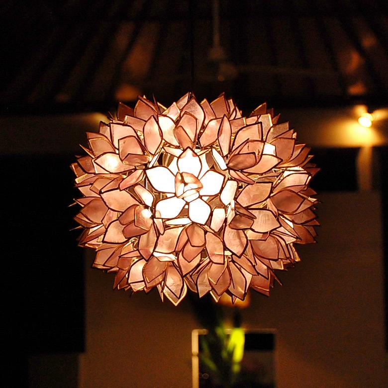 アジアン照明ならではの幻想的な光と影が浮き出るバリ島の人気アジアンランプ アジアン 照明 カピスシェルペンダントライト 交換無料 パープル 4355 おしゃれ 貝殻 アジアンランプ インテリア ペンダント アジアン雑貨 超美品再入荷品質至上 ペンダントライト シーリング 天井照明 リビング ペンダントランプ ランプ 照明器具 モダン ライト 間接照明