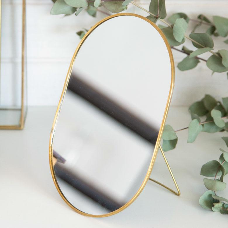 立て鏡 コスメミラー 真鍮 フレーム オーバル型 小さめ 化粧鏡 かわいい メイクアップミラー シンプル 軽量 インテリア雑貨 大特価!! アンティーク風 シャビ― ガーリー ギフト プレゼント スタンドミラー 雑貨 ミラー 鏡 かがみ アンティーク調 真鍮フレーム 66715 お洒落 カガミ 卓上ミラー 卓上鏡 アジアン雑貨 楕円型 おしゃれ スタンドタイプ アジアン