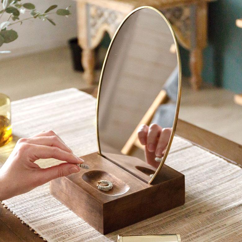 立て鏡 コスメミラー 真鍮 フレーム 楕円型 小さめ 化粧鏡 かわいい アンティーク風 アクセサリースペース付き アクセ置き 小物置き ギフト プレゼント 卓上ミラー オーバル型 真鍮フレーム 天然木台 大好評です 角度調整対応 シンプル アンティーク調 可愛い アジアン雑貨 66900 ランキング総合1位 スタンドミラー ミラー おしゃれ テーブルミラー カガミ インテリア 雑貨 かがみ 卓上鏡 メイクアップミラー コンパクト アジアン 鏡