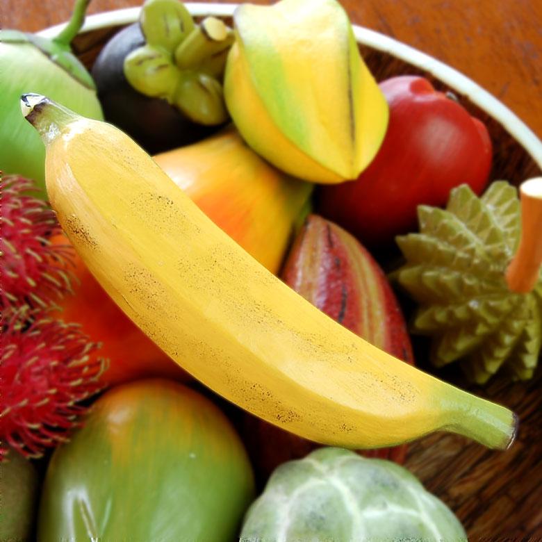 思わず食べたくなる本物そっくりの木製アジアンフルーツオブジェ 果物カゴに盛れば素敵なアジアンデコレーションに いつでも新鮮な果物を飾ることができるバリ島の人気アジアン雑貨 木彫りのアジアンフルーツ バナナ 10533 本物そっくりバリ島のフルーツ 人気上昇中 お得クーポン発行中 果物 果実 インテリア置物 木製オブジェ アジアン置き物 バリ カラフル 飾り かわいい フルーツオブジェ 木彫りのフルーツ 雑貨 アジアン雑貨