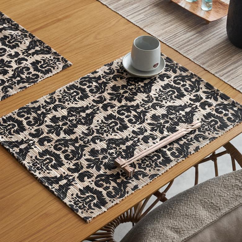 天然素材を使ったアジアンランチョンマット いつもの食卓でレストランの雰囲気を味わえるバリ島の人気アジアン雑貨 品質保証 メール便対応 ウォーターヒヤシンスのアジアンランチョンマット ブラック×ナチュラル 10807 テーブルウェア テーブルマット プレースマット キッチン小物 ランチマット エスニック アジアン雑貨 モダン バリ雑貨 アジア雑貨 おしゃれ チープ ランチョン