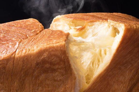 濃厚なバター風味に驚くかも そのまま食べれば しっとり食感 焼いて食べれば サクサク~ 気軽なプレゼントとして大人気 デニッシュ食パン 信用 MIYABI Mサイズ ミヤビパン 祇園 レギュラー BAKERY CAFE 京都 今季も再入荷