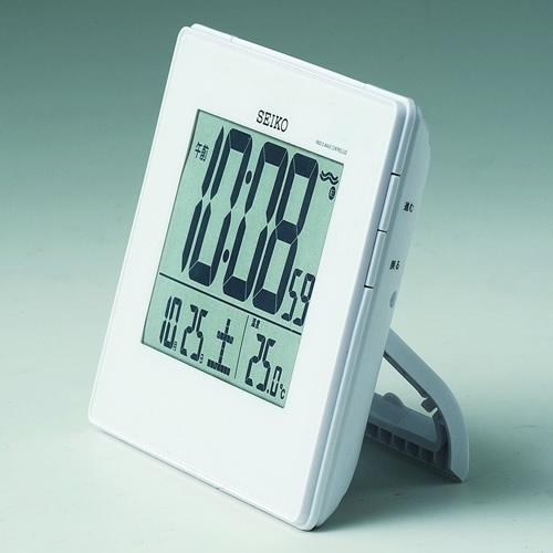 精工精工无线电时钟挂地方双重闹钟收音机时钟数字温度显示 SQ697W