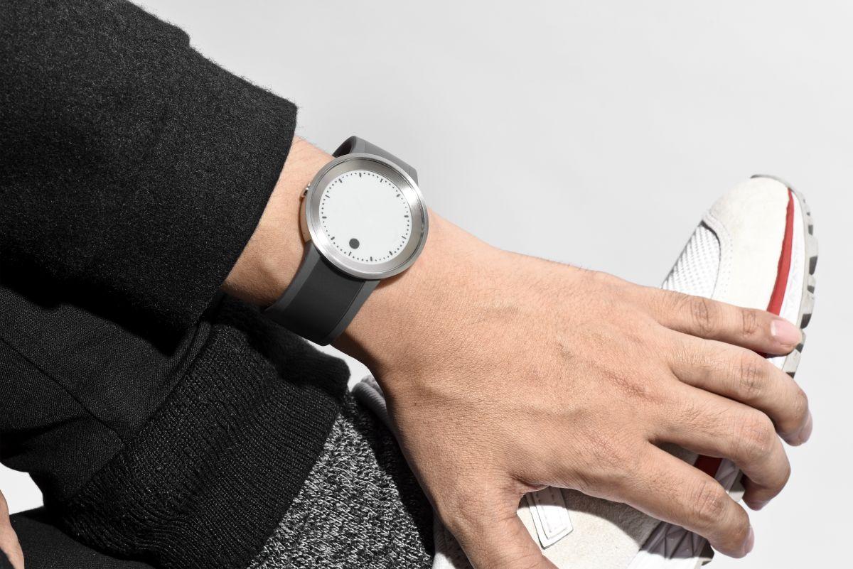 【残り僅か!】最大2000円OFFクーポンは16日9時59分まで!ソニー フェスウォッチ ユーエル Sony FES Watch UL スマートフォン連動 電子ペーパー 腕時計 グレー FES-WB1/H【2018 新作】