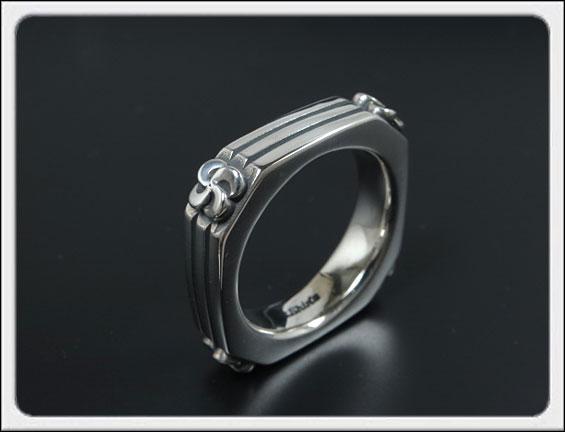 Shin's Sculpture(シンズ スカルプチャー)「Billet Ring(ビレット リング)」SILVER 925 / 9号~23号【銀 メンズ レディース ペア アクセサリー ジュエリー 指輪 立体 手彫り スクエア Sクロス ロゴ シルバー 925】R-19