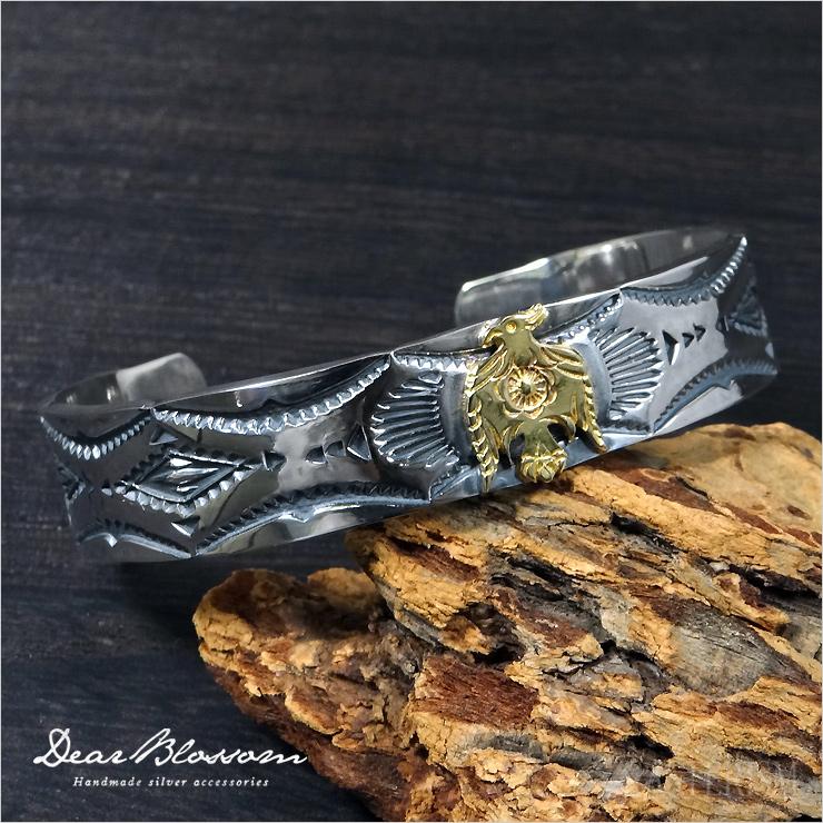 Dear Blossom(ディアブロッサム)『K18 サンダーバード チマヨスタンプワークバングル/CHIMAYO STUMPWORK on K18THUNDERBIRD BANGLE』(SWB006)インディアンジュエリー バングル メンズ