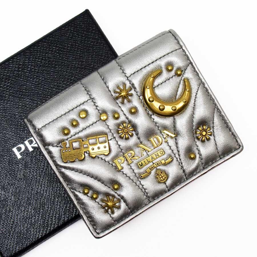 【美品】プラダ PRADA 二つ折り財布 シルバーxゴールド ソフトカーフx金属素材 レディース 【中古】 - 50117