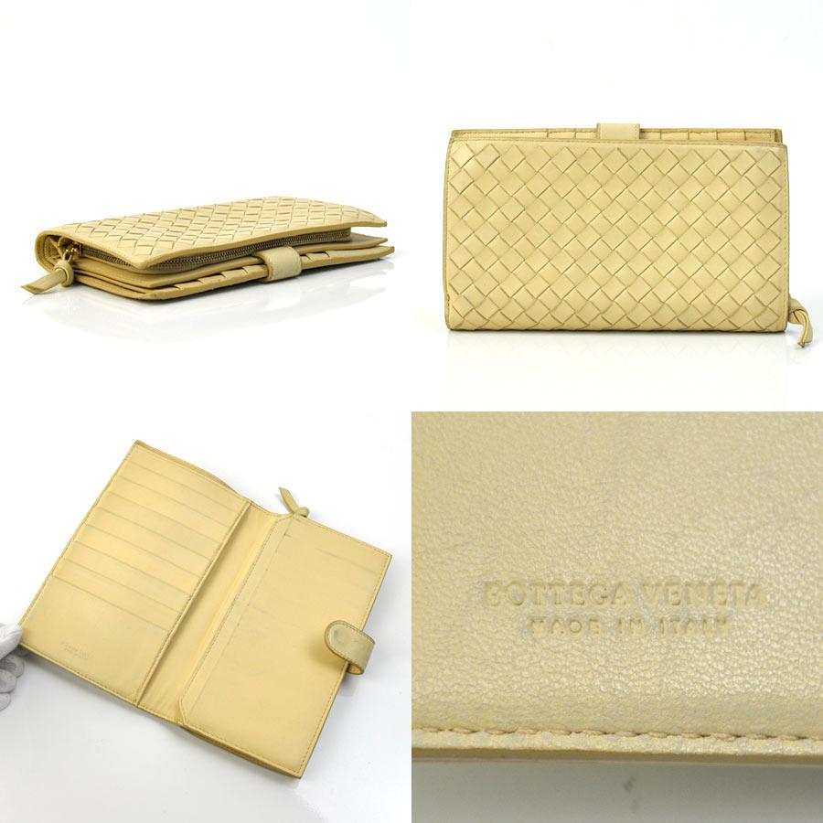 96c452cb9bd2 ボッテガヴェネタの財布です。定番のイントレチャートのデザイン♪カード入れやポケットも充実していて、機能性にも優れたお品でございます。