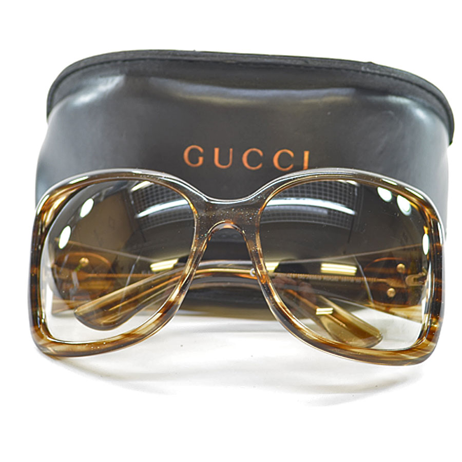 c2390f7cc19 A Gucci  GUCCI  sunglasses 59 □ 18 115 lady s lens  A brown gradation  frame  There is clear x brown x lam plastic  used  reason