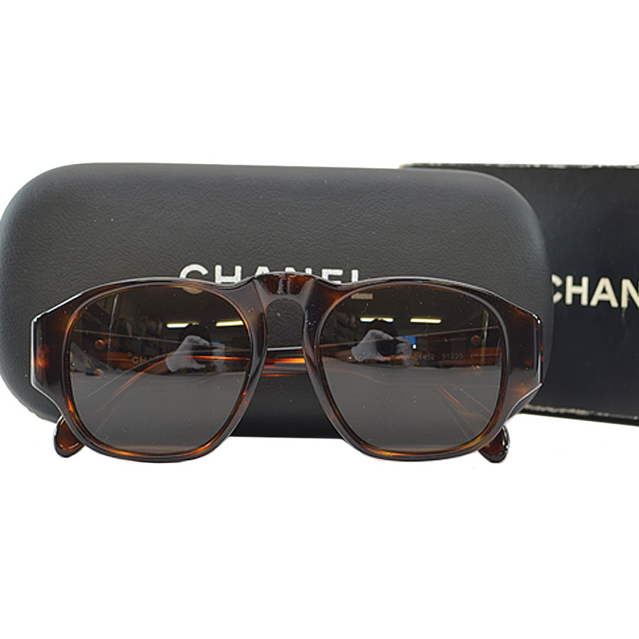 4d98bbc2164  basic popularity   used  Chanel  CHANEL  here mark sunglasses Lady s lens   A clear brown frame (tortoiseshell pattern)  Plastic of Brown line