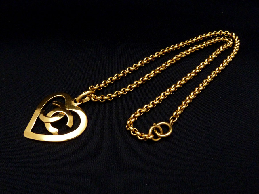 5beffce11700ff BrandValue: Chanel CHANEL accessories necklace pendant here mark CC Logo  vintage Vintage heart motif heart motif ◇ gold metal material ◇ constant  seller ...