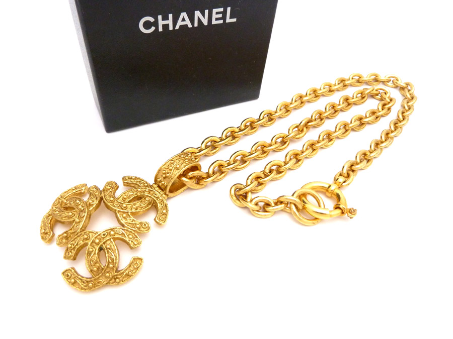 981738e3ac069c It is Chanel [CHANEL] here mark CC Logo vintage Vintage triple here mark  long chain necklace accessories necklace pendant Lady's gold metal material  [used] ...