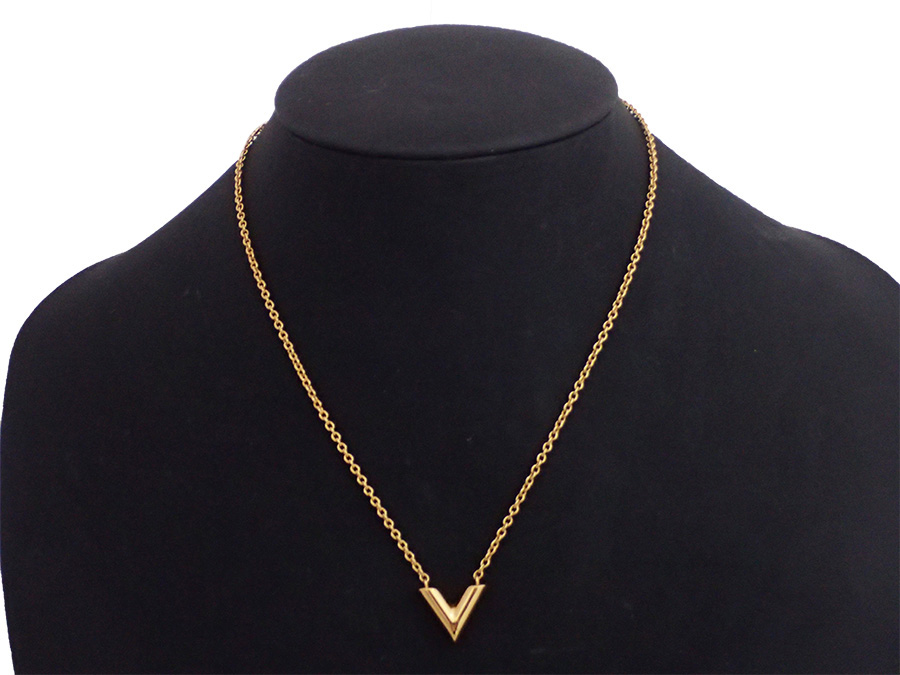 7c4381b02e9a  beautiful article  It is a Louis Vuitton  Louis Vuitton  M61083 essential V  neckless pendant Lady s gold metal material  used