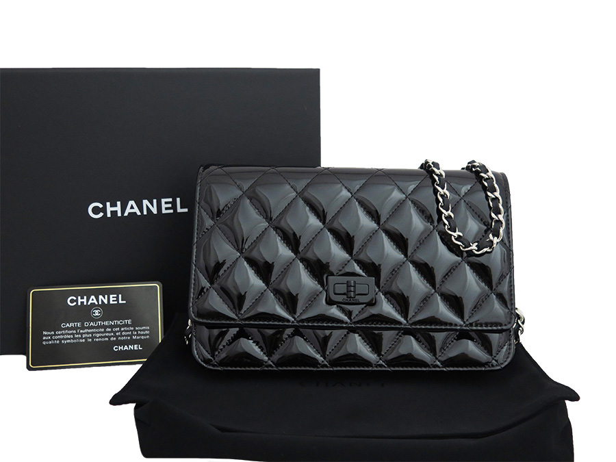 928bd63d7c58  unused  It is Chanel  CHANEL  matelasse 2.55 wallet on chain bag chain  wallet shoulder bag Lady s black x silver metal fittings patent leather   used