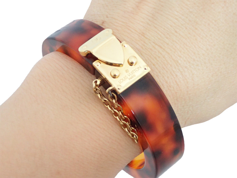 It Is Louis Vuitton Lock Me Bangle Bracelet Tortoises Lady S Brown X Gold Metal Ings Resin Soot Used