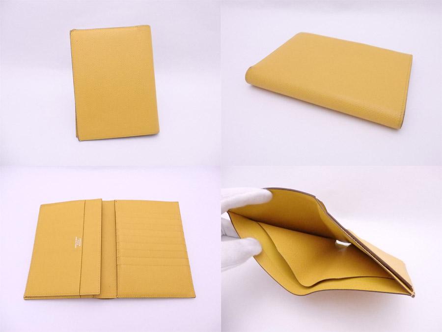 957ba77cdefc エルメスの二つ折り財布です。シンプル&エレガントなデザイン☆コンパクトですが、カード入れやポケットもしっかりあり収納力満足のアイテムです!