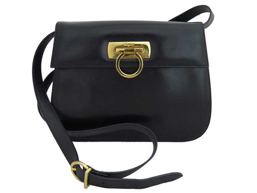 Take Salvatore Ferragamo  Salvatore Ferragamo  ガンチーニバッグショルダーバッグ slant  is  soot   used   bag lady black x gold metal fittings leather 9f45508dae878