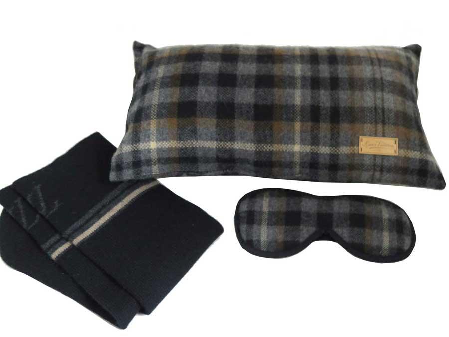 ルイヴィトン Louis Vuitton トラベルセット グレーxブラックxブラウン ウール アイマスク/靴下/枕 旅行グッズ レディース メンズ 【中古】【おすすめ】 - e40601