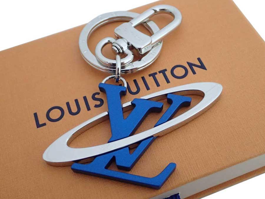【美品】ルイヴィトン Louis Vuitton キーリング ポルトクレ LVイニシャルコスミック シルバーxメタリックブルー 金属素材 バッグチャーム キーホルダー レディース メンズ MP1858 【中古】 - e41007
