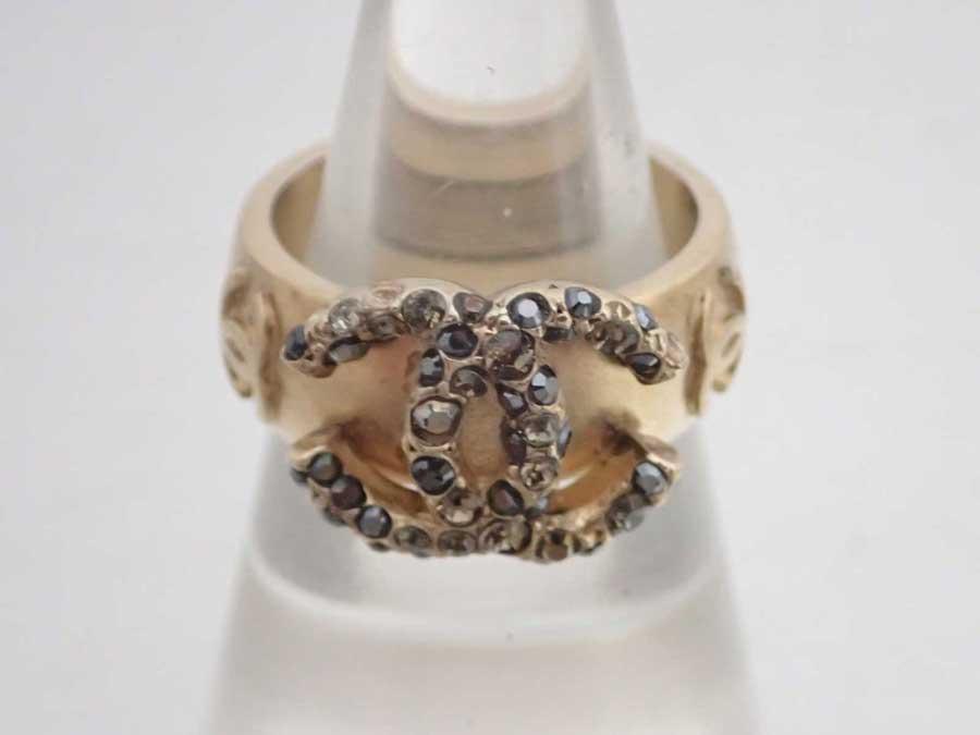 - シャネル ココマーク 指輪 e46032e 金属素材xラインストーン CHANEL リング 13号 ゴールドxマルチカラー レディース 【中古】【おすすめ】