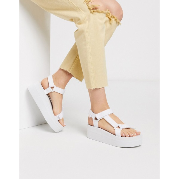 トゥラッフル レディース サンダル シューズ Truffle Collection sporty flatform sandal in white White