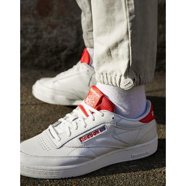 リーボック メンズ スニーカー シューズ Reebok Classic Club C 85 MU sneakers in off white with red back tab Wh1 - white 1
