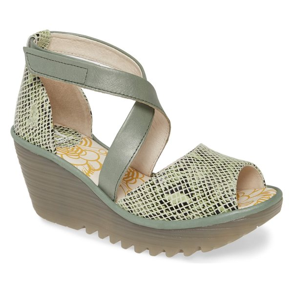 フライロンドン レディース サンダル シューズ Fly London Yosi Wedge Sandal (Women) Green Snake Print Leather