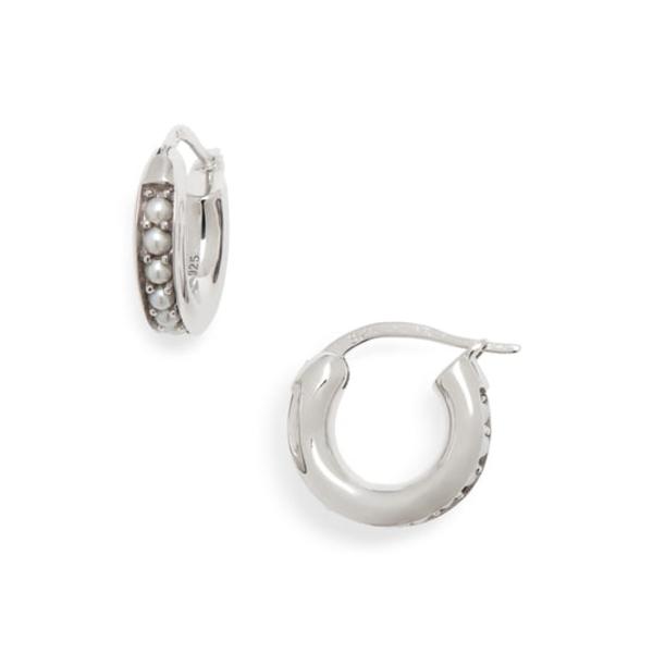 トムウッド レディース ピアス&イヤリング アクセサリー Small Freshwater Pearl Hoop Earrings 925 Sterling Silver/ 9k Gold