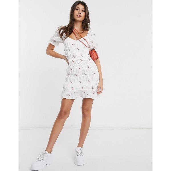 ミスガイデッド レディース ワンピース トップス Missguided ruched mini dress in white ditsy floral White