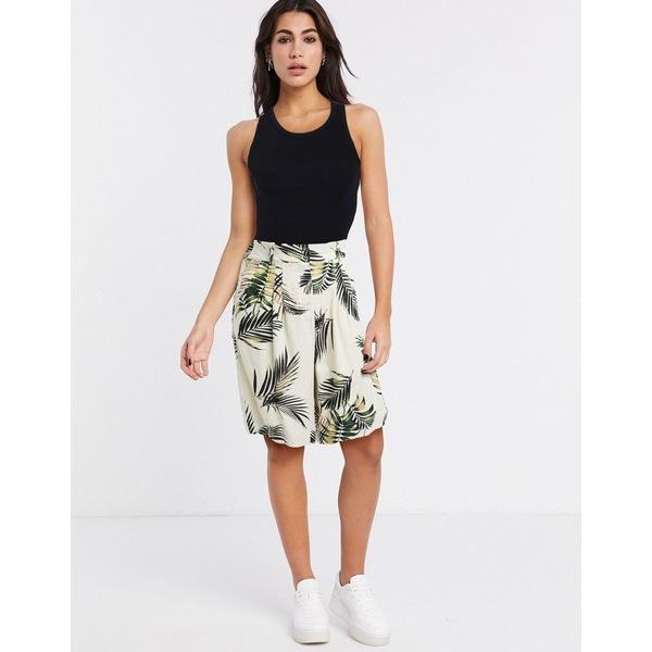 オブジェクト レディース カジュアルパンツ ボトムス Object tailored city shorts two-piece in palm print Beige