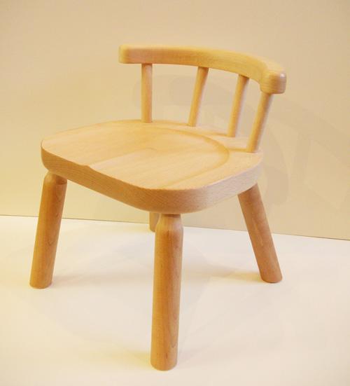 少し高めの子ども椅子です。2~3歳ぐらいから飛鳥工房の職人が丁寧に作っています。子供イス 子供いす 木製 飛鳥工房 【ミツキチェア】 自然素材 天然 木 日本製 大人も座れる 座面高さ 23cm 3歳 誕生日 キッズチェア 木製 子供 こども 子ども 椅子 イス いす プレゼント クリスマス 贈り物ミツキチェア こども家具