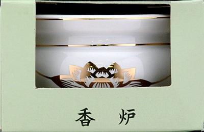 白磁に金の蓮をあしらった定番デザインの陶器製3寸香炉 毎日ご先祖様に使う仏具 仏器 使いやすさ シンプルさにこだわった日本香堂 送料無料カード決済可能 おすすめ 4904872180845 日本香堂 香炉 陶器
