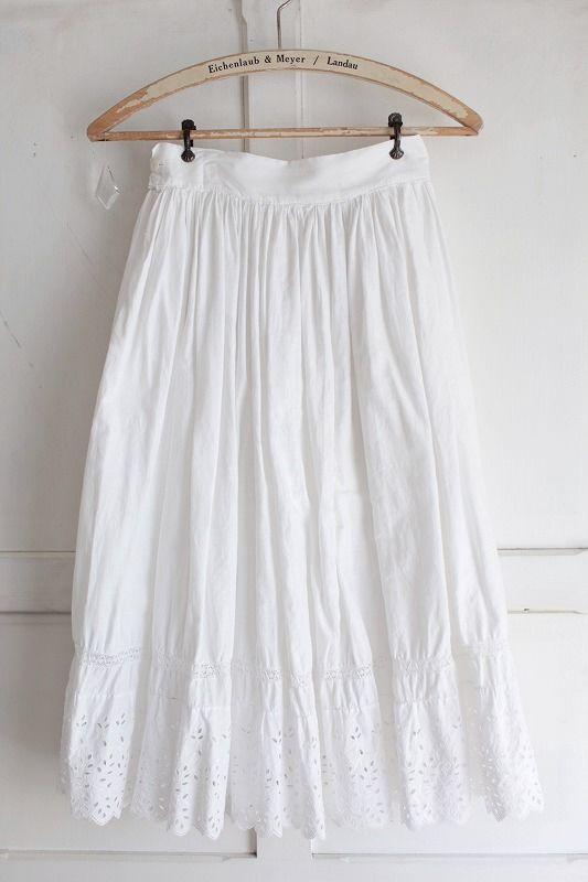 Antique 好評受付中 キャンペーンもお見逃しなく カットワーク刺繍スカート