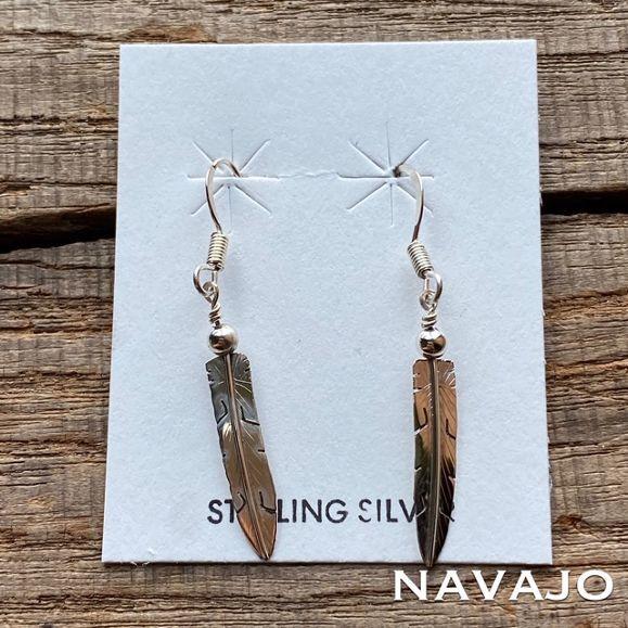 軽やかでシンプルな夏アクセサリー NavajoIndian jewelry feather pierce ナバホ族 フェザー 待望 ピアス シルバー925 インディアンジュエリー ネイティブ ペア スイングピアス 小ぶり ハンドメイド 可愛い ナバホ スタッズピアス ゆらゆら シンプル 夏らしい nvj 毎日激安特売で 営業中です 夏アクセサリー