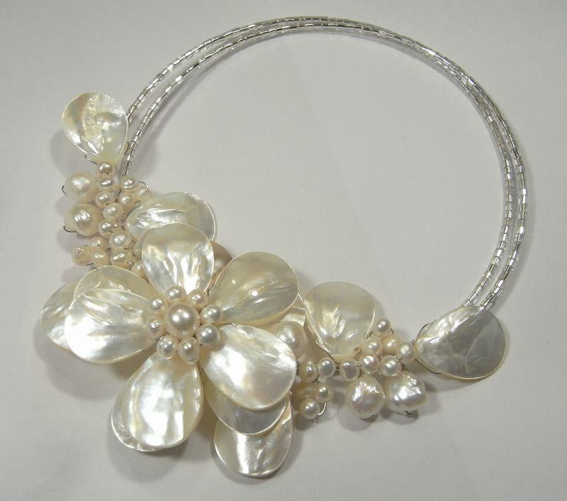 形状記憶ネックレス・シェルホワイト・淡水パール白い花のチョーカー