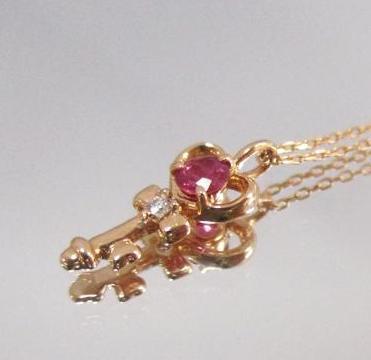 18金 鍵をモチーフにしたルビーネックレス ピンクゴールド K18 かわいい ペンダント プレゼント ギフト クリスマス 誕生日