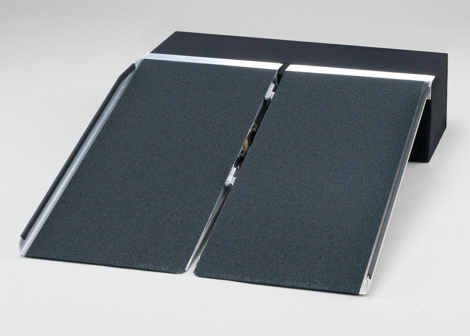 【施設配送限定・個人宅不可】ポータブルスロープ アルミ2折式2.4タイプ PVS240 車椅子/車いす/車イス/段差解消/介護/折りたたみ/折り畳み