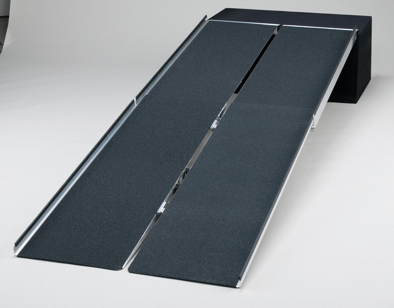 【施設配送限定・個人宅不可】ポータブルスロープ アルミ4折式3mタイプ PVW300 車椅子/車いす/車イス/段差解消/介護/折りたたみ/折り畳み
