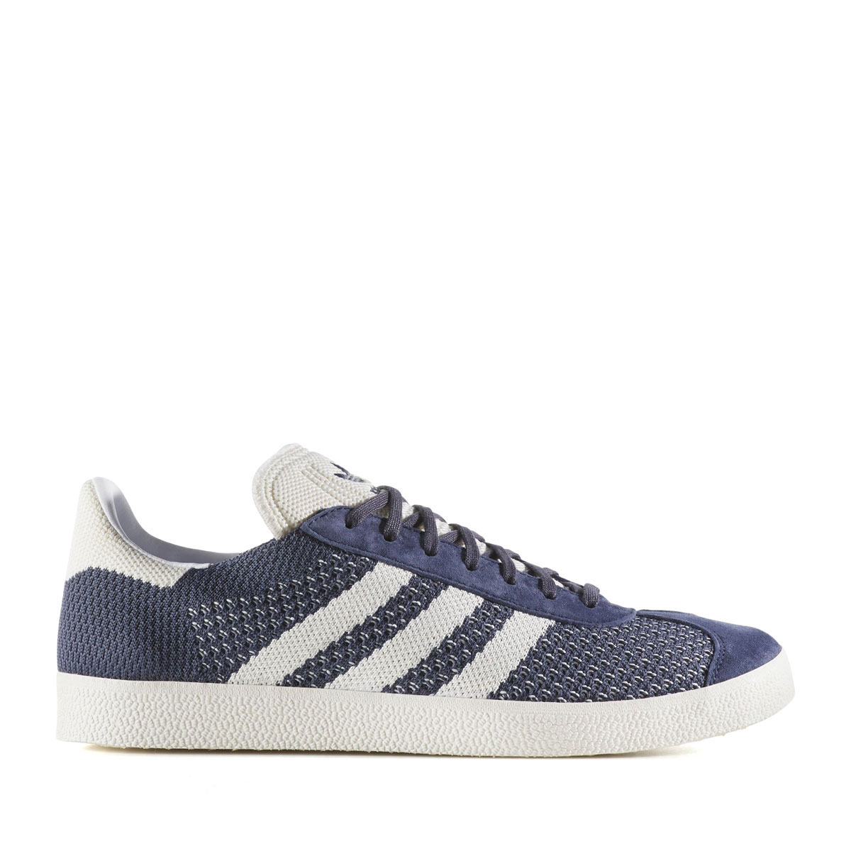 48c4794940d9 The collection that fused in the-style of sports in a design in the 70s and the  80s to keep popularity more than the adidas Originals times when the vintage  ...