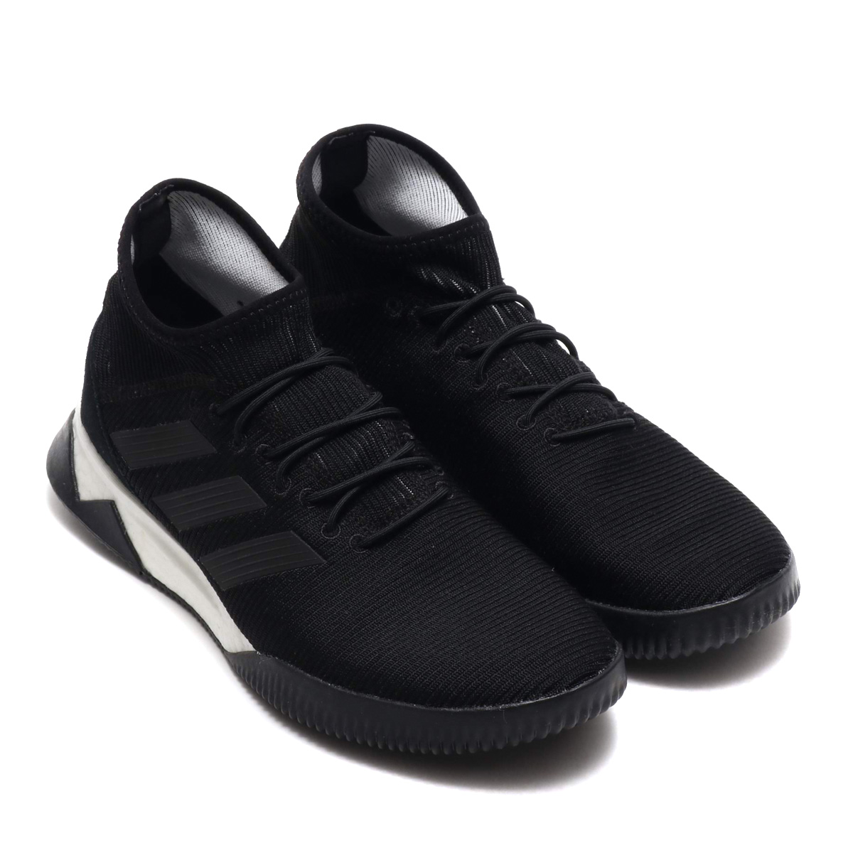 13adeea76b02 I rule over the pitch and dominate it as a conqueror of the street. The  soccer shoes which had support power and the comfort that wore the socks  which got a ...
