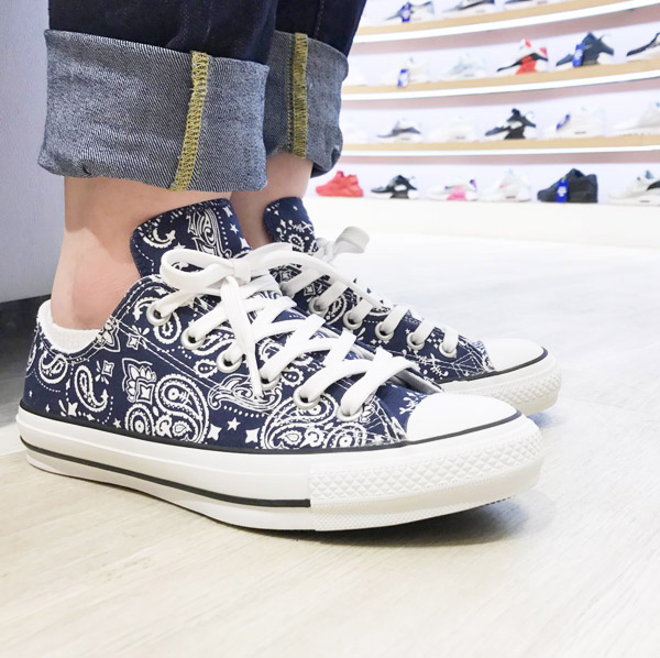 a73e166ed889d5 CONVERSE ALL STAR 100 BANDANA OX (Converse all-stars 100 bandana OX) (navy)  17SS-I