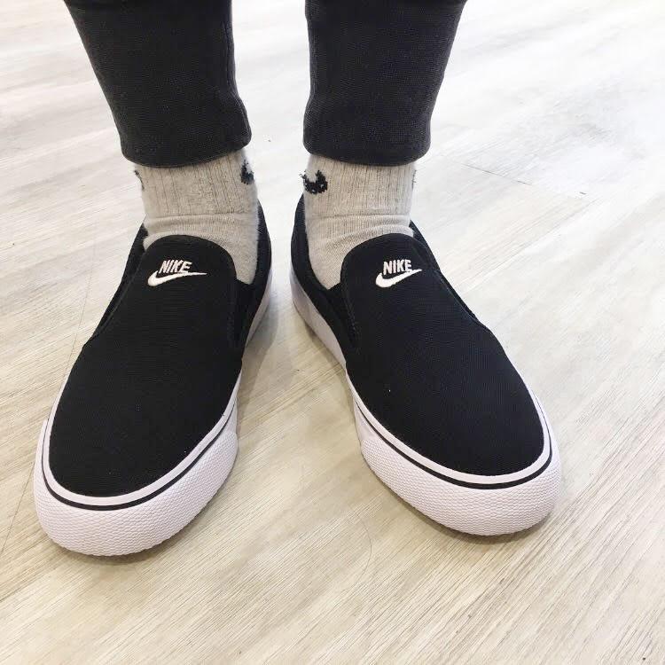 44872eb67 NIKE WMNS TOKI SLIP CANVAS (Nike women Toki slip canvas) BLACK WHITE 18FA-I