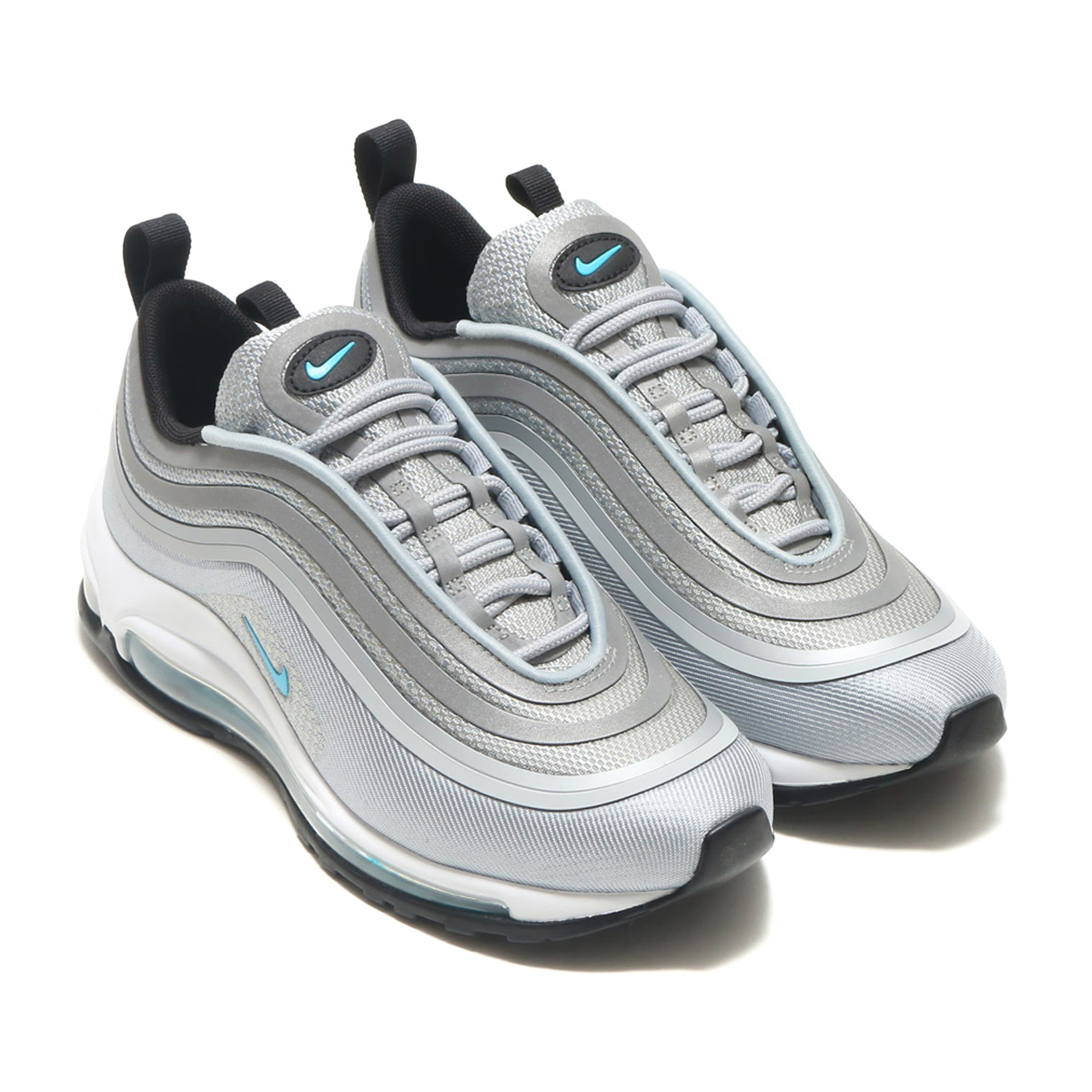The Air Max 97 ultra arranges a classic original model by a more refined  design in contemporary style. The structure is updated in mesh and knit  material ...