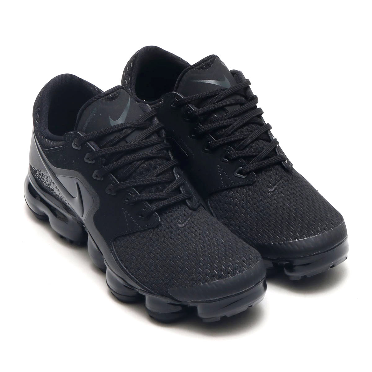 This new Vapormax is equipped with an innovative cushion and the latest  upper and brings a new concept to running shoes. 6e74794dc